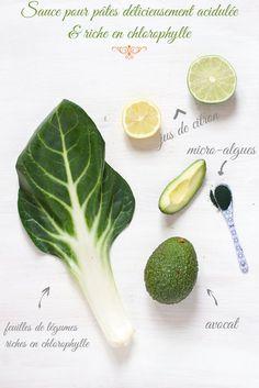 Ingrédients  avocat le jus d'un citron vert ou jaune (ou de l'eau de coco) 1 petite poignée de feuilles vertes (épinards / feuilles de blettes / mâche / feuilles de céleri-branche / etc.) (option) spiruline ou chlorella Préparation  Dans un mixeur, verser tous les ingrédients, et mixer. Une fois les pâtes cuites : les égoutter, et les remettre dans le faitout (feu doux). Verser la sauce sur les pâtes, mélanger, et laisser quelques secondes les pâtes (1 à 3 minute(s)) afin que la sauce se…