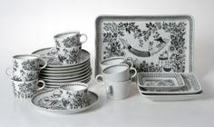 Arabia of Finland - Emilia. Love the tv snack trays! Kitchenware, Tableware, Side Plates, Noritake, Mid Century Modern Furniture, Vintage Tea, Serveware, Dinner Table, Scandinavian Style