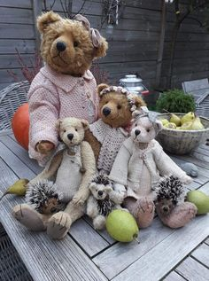 Amazing Home Sewing Crafts Ideas. Incredible Home Sewing Crafts Ideas. Teddy Bear Hug, Teddy Bear Cartoon, Steiff Teddy Bear, Cute Teddy Bears, Bear Hugs, Antique Teddy Bears, Teddy Bear Pictures, Charlie Bears, Bear Doll