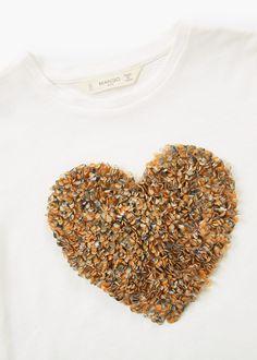 Kalp işlemeli tişört   MANGO KIDS Textile Texture, Textile Prints, Boho Fashion, Girl Fashion, Fashion Design, Mexican Shirts, Shirt Print Design, Picts, Illustration Girl