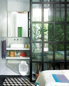 jardin d'intérieur avec mur transparent