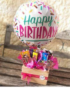 Candy Bouquet Diy, Diy Bouquet, Birthday Cards For Boyfriend, Birthday Gifts For Best Friend, Ok Design, Flower Box Gift, New Project Ideas, Chocolate Bouquet, Birthday Diy
