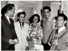 109.2 Maas familie bij Elvis