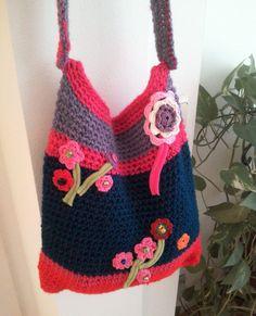 Tas gemaakt met restjes wol.