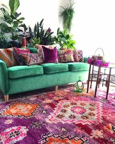 58 ideas living room decor Purple Green Velvet Couch room You are in the right place about bohemian living kitchen Here we offer you the most beautiful pictures about the bohemian living hippie … Living Room Decor Purple, Living Room Green, Bedroom Green, Green Living Room Furniture, Green Couch Decor, 1970s Living Room, Green Couches, Purple Home Decor, Bedroom Decor