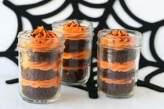 So halloween cupcakes are one of the best thing which people enjoy during halloween. In this article you will find beautiful images of halloween cupcakes Halloween Desserts, Halloween Cupcakes, Dulces Halloween, Postres Halloween, Halloween Mason Jars, Homemade Halloween, Easy Halloween, Halloween Treats, Halloween Party