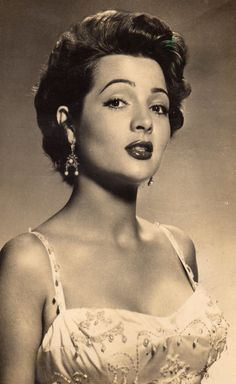 Hollywood Glamour, Hollywood Actor, Golden Age Of Hollywood, Vintage Hollywood, Classic Hollywood, Mexican Hairstyles, Vintage Hairstyles, Vintage Glamour, Vintage Beauty