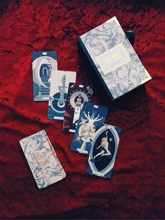 Make your tarot readings gleam. A simple, minimalist tarot deck featuring intricate hand drawn images and simple holographic back. Tarot Cards For Sale, Golden Thread Tarot, Vintage Tarot Cards, Online Tarot, Love Tarot, Oracle Tarot, Art Vintage, Tarot Card Meanings, Tarot Card Decks