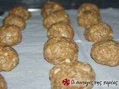 Εξαιρετική συνταγή για Ελαφριά μπισκότα βρώμης με άρωμα πορτοκάλι. Εύκολα μπισκότα, χωρίς πολλές θερμίδες. Λίγα μυστικά ακόμα Στην συνταγή αυτή μπορείτε να κάνετε αρκετές προσθήκες υλικών, όπως σταγόνες σοκολάτας, κανέλλα, χυμό μανταρίνι.ΠροσοχήΌταν τα βγάλετε είναι πολύ μαλακά αλλά όταν κρυώσουν σκληραίνουν, μην τα ψησετε περισσότερο.Ευχαριστούμε την ANGOLINA για τις φωτογραφίες βήμα βήμα. Healthy Snacks, Healthy Eating, Healthy Recipes, Brazilian Diet, Greek Desserts, Raw Vegan, Biscuits, Food And Drink, Cooking Recipes