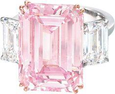 """""""Идеальный розовый"""" – бриллиант прямоугольный формы весом в 14,23 карата, проданный на аукционе """"Кристис """" в Гонконге за 23,2 млн долларов анонимному покупателю. Розовый бриллиант естественного цвета, является самым дорогим из когда-либо проданных в Азии. Весь лот «The perfect pink» представлял собой кольцо из розового и белого золота, украшенное роскошным розовым бриллиантом, с двух сторон обрамленным двумя прозрачными бриллиантами весом 1,67 и 1,73 карата."""
