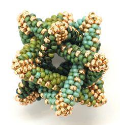 Intersecting Links in Bead Weaving