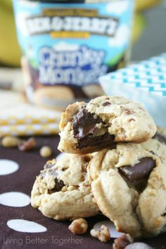 Chunky Monkey Pudding Cookies   www.livingbettertogether.com