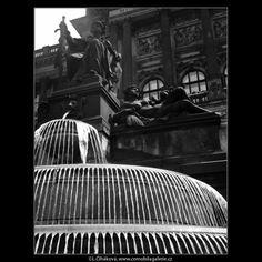 Fontána u Národního muzea (1251-2) • Praha, 1961 • | černobílá fotografie,Václavské náměstí, socha, fontána, Národní muzeum, kašna |•|black and white photograph, Prague|