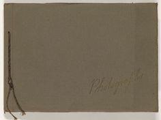 Anonymous   Fotoalbum leprozenkolonie Danaradja en familieopnames, Anonymous, 1922   Fotoalbum in een bruine kartonnen omslag. Op de voorzijde staat in goudkleurige letters 'Photographs'. De bladen worden bijeengehouden door een koord. Het album bevat 12 albumbladen met daarop in totaal 86 foto's. Op negen pagina's is een foto over de oorspronkelijke foto's geplakt, waardoor deze deels aan het zicht onttrokken worden. Het betreft opnames van leprozenkolonie Danaradja in Kelet op Java en…