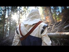Assassin's Creed 3 Meets Parkour in Real Life. That's one way to navigate the American Frontier. Assassin's Creed Videos, Uncharted Series, Assassins Creed 3, American Frontier, Bioshock, Best Youtubers, Parkour, Crazy People, Totally Awesome