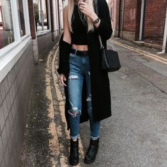 • Cardigan >> • Crop top >> • Ripped jeans >> • Boots >>