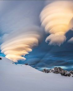 Lenticular clouds over Mount Cook, New Zealand. Photo by: Explore. Weather Cloud, Wild Weather, Storm Clouds, Sky And Clouds, Beautiful Sky, Beautiful World, Lenticular Clouds, Cloud Art, Cloud Type