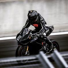 Save by Hermie Bike Suit, Motorcycle Suit, Suzuki Motorcycle, Racing Motorcycles, Pinterest Foto, Ducati Motorbike, Ducati 1199 Panigale, Custom Sport Bikes, Bike Photography