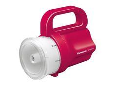 La linterna de emergencia de Panasonic acepta cualquier pila.