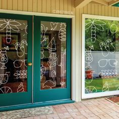 The weather is so nice, it's almost tropical! Make it out with this tropical window drawing. Wine Bar Design, Glass Design, Tropical Windows, Window Markers, Chalk Design, Sidewalk Chalk Art, Chalk Markers, Window Art, Posca