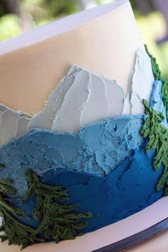 Blue mountain wedding cake with trees. Buttercream only. I love so much about this beautifully simple and quick and easy cake. Fancy Cakes, Cute Cakes, Pretty Cakes, Beautiful Cakes, Decoration Patisserie, Dessert Decoration, Mountain Cake, Blue Mountain, Mountain Style