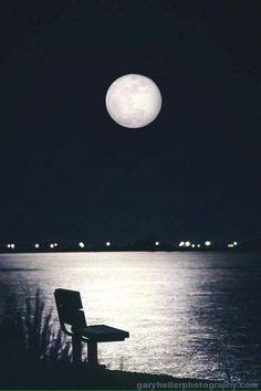 Luna Moon Photos, Moon Pictures, Sun Sisters, Luna Moon, Cool Tree Houses, Shoot The Moon, Ocean Wallpaper, Moon Lovers, Beautiful Moon