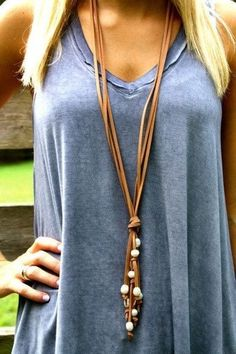 Get your boho on with this beauty- long suede with simple pearls. This one goes with everything and boho jewelry diy Long suede and pearl necklace Leather Jewelry, Boho Jewelry, Jewelry Gifts, Fashion Jewelry, Jewellery Box, Jewelry Necklaces, Jewelry Rack, Jewelry Stores, Swarovski Jewelry