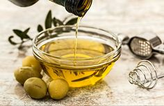 You have tasted olive oil, but have you used it as a hair mask? I've tested 2 home recipes with olive oil for hair and I'll share with you my experience.