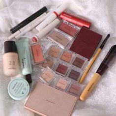 Schminke 36 Trendy Make-up Products Korean Faces # Faces # Korean . - Make up - # Faces # Ko Highlighter Makeup, Makeup Eyeshadow, Makeup Cosmetics, Makeup Brushes, Beauty Brushes, Makeup Goals, Makeup Inspo, Makeup Ideas, Korean Face