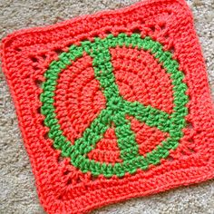 Peace Sign Granny Square pattern by JudyK Ravelry: Project Gallery for Peace Sign Granny Square pattern by American Notation Diy Crochet Granny Square, Crochet Circle Pattern, Granny Square Projects, Crochet Squares Afghan, Crochet Circles, Crochet Motif, Crochet Stitches, Granny Squares, Afghan Patterns