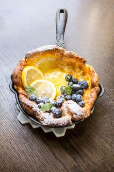 Mini Dutch Babies with Lemon Curd and Blueberries These mini Dutch Baby pancakes are puffy and beautifully golden brown. They're just right for breakfast, brunch or dessert. We filled ours with homemade lemon curd and fresh blueberries. Breakfast And Brunch, Breakfast Ideas, Breakfast Dessert, Breakfast Tart Recipe, Brunch Bar, Brunch Table, Delicious Breakfast Recipes, Breakfast Healthy, Dinner Healthy