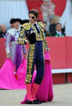 Spanish matador Juan Jose Padilla waves the crowd before a bullfight, on April 6 2012 in Arles, southern France, during an Easter bullfight Matador Costume, Male Fairy, Madame Butterfly, Beautiful Costumes, Fashion Poses, Drawing Clothes, Dressed To Kill, Red Hats, Historical Clothing