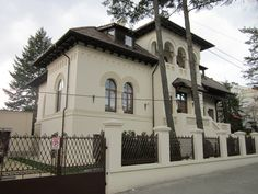 casa in stil neoromanesc Beautiful Architecture, Beautiful Buildings, Architecture Design, Romanian Girls, Historical Architecture, Cottage, Exterior, Mansions, House Styles
