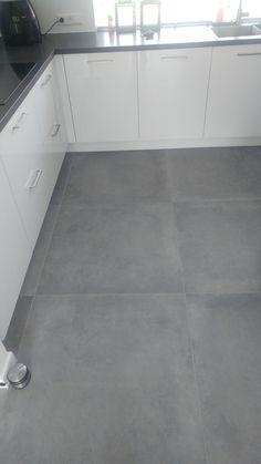 A big tough concrete look Tegelhuys . - A big tough concrete look Tegelhuys …- # # look - Kitchen Tiles, Kitchen Flooring, Kitchen Decor, Grey Floor Tiles, Grey Flooring, Living Room Flooring, Bedroom Flooring, Home Room Design, House Design