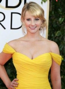 And why Melissa Rauch net worth is so massive? Melissa Rauch net worth is definitely at the very top level among other celebrities, yet why? Melissa Rauch, Beautiful Celebrities, Beautiful Actresses, Gorgeous Women, Kayley Melissa, Khloe Kardashian Hair, Amy Farrah Fowler, Actrices Sexy, Big Bang Theory