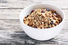 Easy Healthy Homemade Granola Recipe - Homemade granola can be a healthy, comforting, and delicious treat. Most of the store-bought stuff is high in sugar, contains unhealthy fats and oils, and is packed full of fillers...