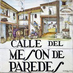 La calle exitía en la edad media debido a un mesón de los más grandes de Madrid que se encontraba en posesión de Miguel Simón de Paredes.
