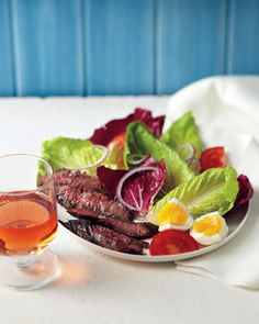 You Have Meals Poisoning More Normally Than You're Thinking That Steak-And-Egg Salad Martha Stewart Living - One Of Brunch's Reigning Combinations Is Served Here In Slightly Different Fashion On A Crunchy Salad Of Radicchio, Red Onions, And Tomatoes. Fruit Recipes, Lunch Recipes, Salad Recipes, Healthy Recipes, Healthy Meals, Yummy Recipes, Breakfast Recipes, Hard Boiled Egg Recipes, Gourmet