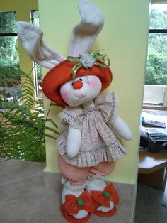 Felt Crafts, Easter Crafts, Fabric Crafts, Crafts To Make And Sell, Diy And Crafts, Sewing Stuffed Animals, Soft Dolls, Soft Sculpture, Easter Wreaths