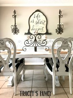 See how Tracey Bellion from Traceys Fancy transforms the look of her eating space with this glazed dining room chairs with bold stripes Metal Dining Room Chairs, Painted Dining Chairs, Kitchen Table Chairs, Dining Room Blue, White Painted Furniture, Blue Dining Room Chairs, Dining Set, French Dining Tables, French Country Dining Room