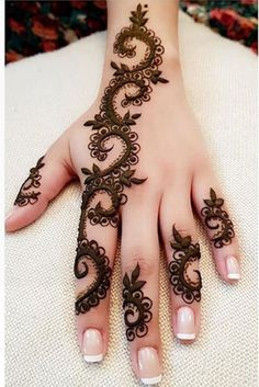 Floral Latest Mehndi Designs 2019 For Hands, There is the growing trend of mehndi designs, also known as henna tattoo designs which is now the main element for women. Modern Henna Designs, Mehndi Designs For Fingers, Mehndi Design Images, Beautiful Mehndi Design, Latest Mehndi Designs, Simple Mehndi Designs, Henna Tattoo Designs, Mehandi Designs, Mehndi Patterns