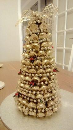 A Hershey Kisses Christmas Tree Christmas Sweets, Christmas Candy, Diy Christmas Gifts, Christmas Projects, All Things Christmas, Christmas Holidays, Christmas Wreaths, Christmas Decorations, Christmas Centrepieces