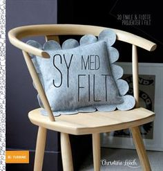 Læs om Sy med filt - 30 enkle & lækre ting i uldfilt. Udgivet af Turbine. Bogens ISBN er 9788771414684, køb den her