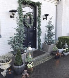 Sharing my favorite Christmas post today. 🎄✨ Tomorrow I will plant the last spring bulbs and then it's time for some Christmas decor in the garden 🎄☃️ Front Door Christmas Decorations, Christmas Front Doors, Christmas Post, After Christmas, Front Door Decor, Outdoor Christmas, Christmas Holidays, Christmas Wreaths, Holiday Decor
