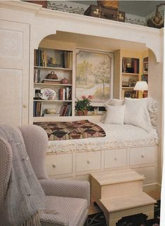 Built in bed.Hydrangea Hill Cottage: Sleeping Quarters, a solution for Brian's room. Alcove Bed, Bed Nook, Cozy Nook, Cozy Corner, Home Bedroom, Bedroom Decor, Bedroom Nook, Bedroom Ideas, Muebles Shabby Chic