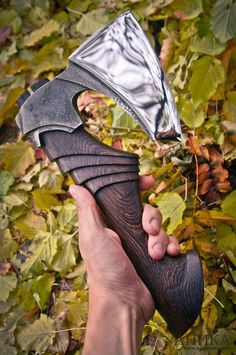 Photo Cool Knives, Knives And Tools, Knives And Swords, Hand Forged Knife, Viking Axe, Sculpture Metal, Beil, Battle Axe, 3d Modelle