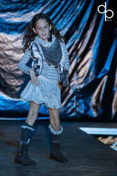 Defilè in Centro di Tutù Abbigliamento 0-14:  Giulia indossa capi di abbigliamento IKKS