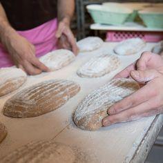 Mit viel handwerklichem Geschick backen wir täglich frisches Brot. Das beste Brot entsteht in Teamarbeit, mit hochwertigen Zutaten und einer laaangen Teigruhe 💕💕💕   #ConfiserieBachmann #Confiserie #Bachmannconfiserie #Bäckerei #Bakery #instafood #instasweet #bread #brot #homemade Camembert Cheese, Dairy, Bread, Projects, Food, Teamwork, People, Bakken, Log Projects