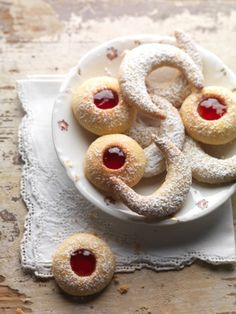 Husarenkrapferl - Johann Lafer Rezepte - MSN Lifestyle German Christmas Food, Christmas Baking, Christmas Cookies, Christmas Recipes, Diy Christmas, B Food, Winter Food, Cupcake Cookies, Baking Recipes