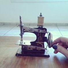 Máquina de coser antigua, vintage sewing machine 1940 40s
